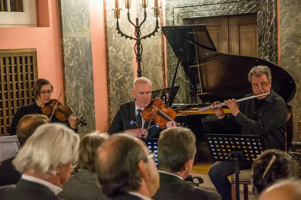 v.l.n.r.: Vroni Listmann, Violine; Bernhard Lindner, Viola; Christoph Heptner, Querflöte